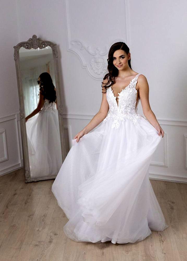 Read more about the article Tavasz: színek, formák, esküvői ruhák