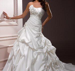 Klasszikus menyasszonyi ruha - Júlia Esküvői Ruhaszalon