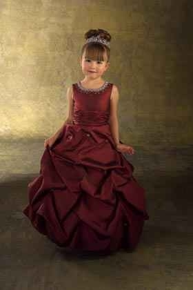 2a38a4bca3 Koszorúslány ruhák gyerekeknek - Júlia Esküvői Ruhaszalon