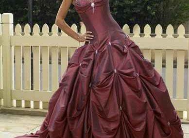 Színes menyasszonyi ruha - Júlia Esküvői Ruhaszalon