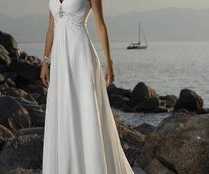 Egyenes vonalú menyasszonyi ruha