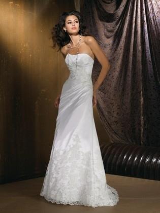 b21365821c Csipke menyasszonyi ruha - Júlia Esküvői Ruhaszalon. Csipke menyasszonyi  ruha - Júlia Esküvői Ruhaszalon