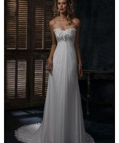 Letisztult vonalú menyasszonyi ruha - Júlia Esküvői Ruhaszalon
