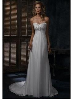 A tradicionális, empire szabású menyasszonyi ruha