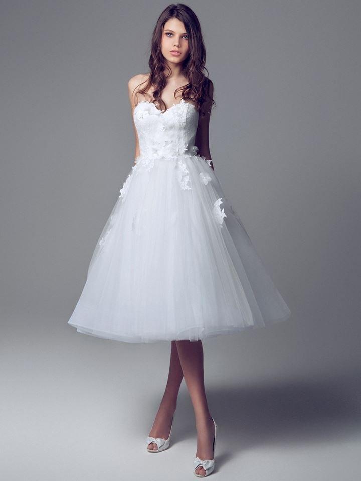 Rövid menyasszonyi ruha-0001. Júlia Esküvői Ruhaszalon fc1a362454