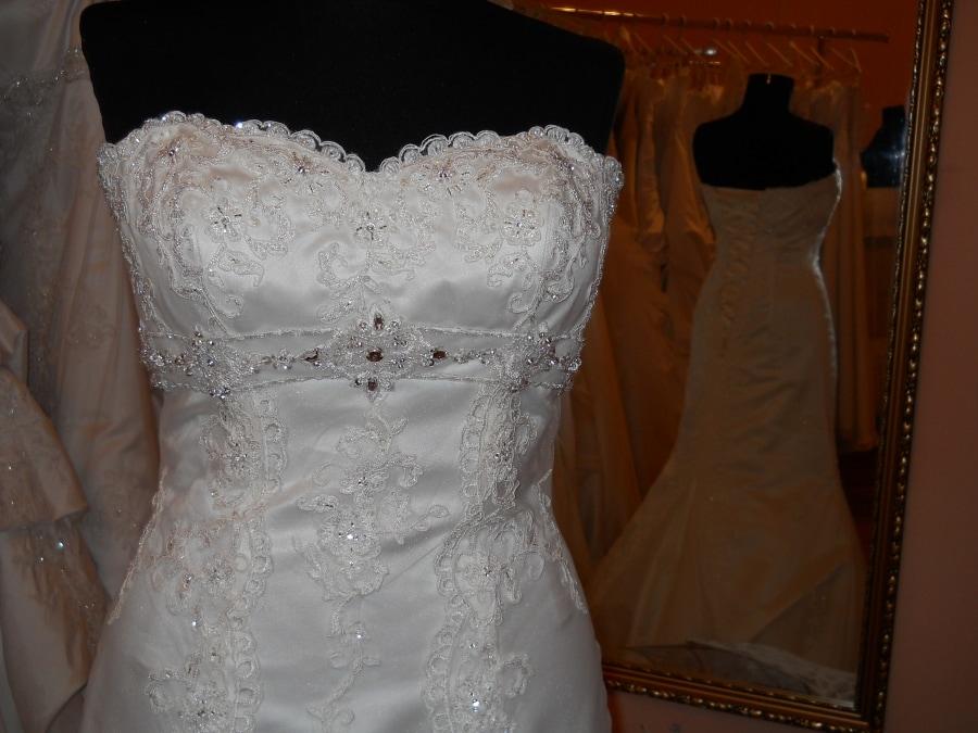 dcb9c7f872 Sellő fazonú menyasszonyi ruhák - Júlia Esküvői Ruhaszalon