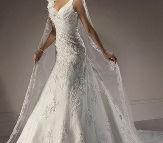 95939bd172 Egyenes vonalú menyasszonyi ruha - Júlia Esküvői Ruhaszalon