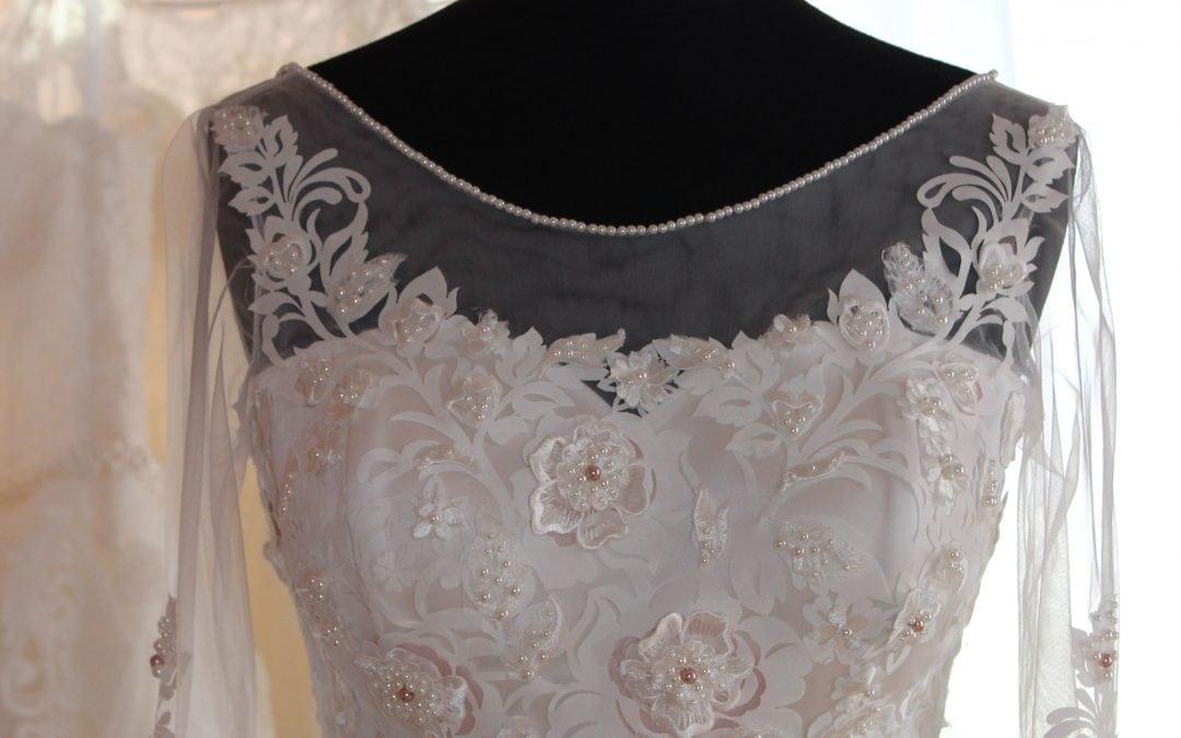 0ff94733de Színes menyasszonyi ruha - Júlia Esküvői Ruhaszalon
