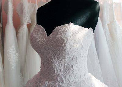 Csipke fazonú ruha - Júlia Esküvői Ruhaszalon