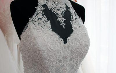 Menyasszonyi ruha fiús testalkatra