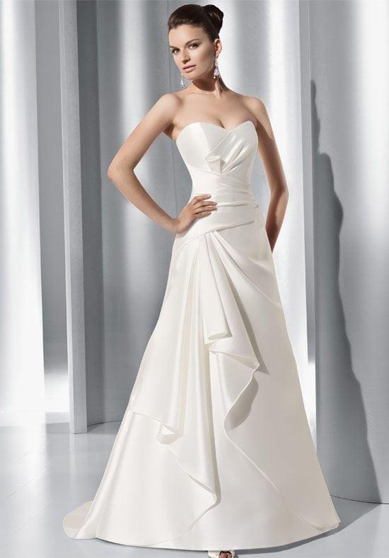 Letisztult vonalú elegáns menyasszonyi ruha