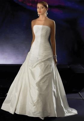 Read more about the article Egyszerű menyasszonyi ruha és az elegancia