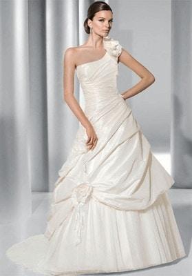Read more about the article Menyasszonyi ruha körte alkatra
