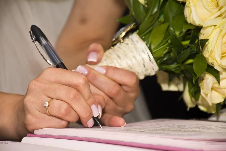 Esküvői névváltoztatás