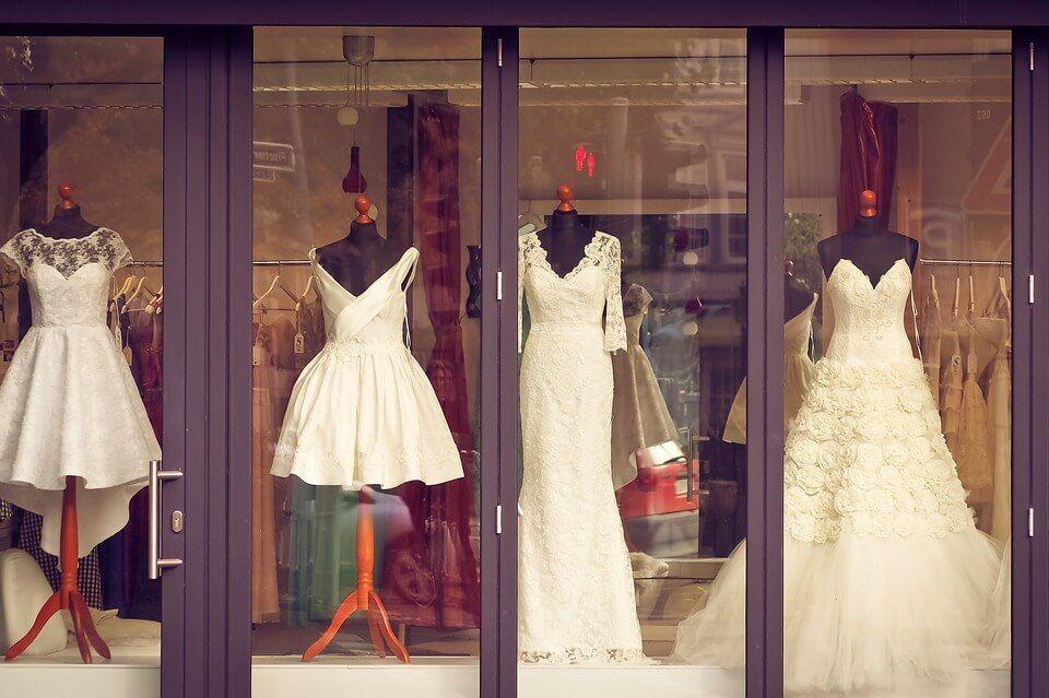 Esküvői ruha alacsony menyasszonyoknak Júlia Esküvői