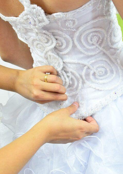Menyasszony öltöztetése