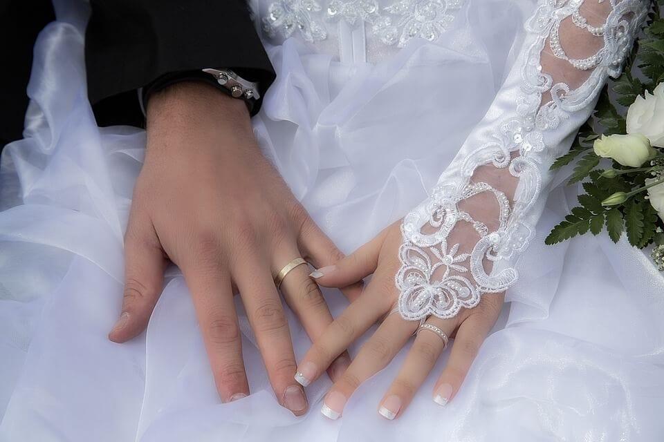 Menyasszonyi kesztyű, a tökéletes kiegészítő
