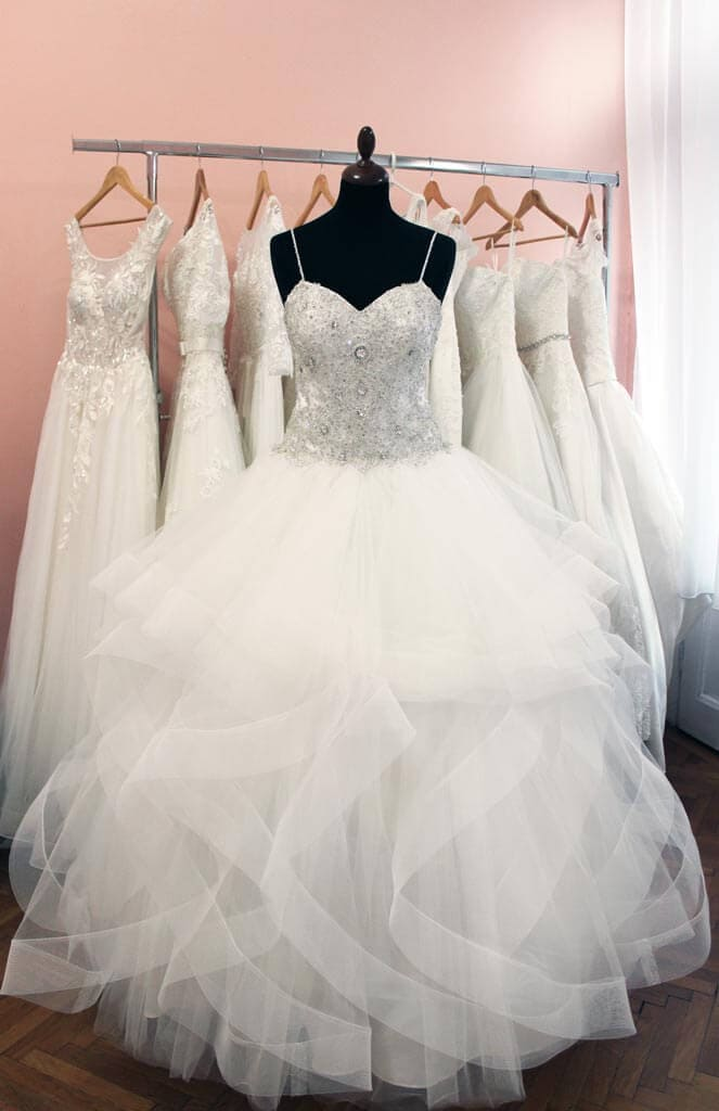 ... Menyasszonyi ruha - Júlia Esküvői Ruhaszalon ab76bdb01a