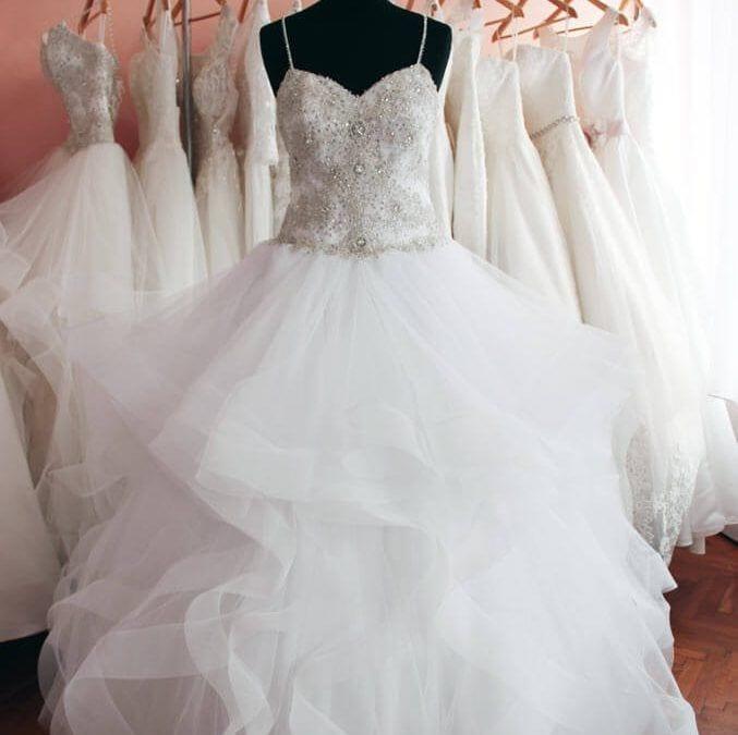 775eace69c Az abroncsos menyasszonyi ruha - Júlia Esküvői Ruhaszalon