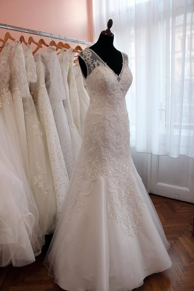 ee23e117b5 Menyasszonyi ruha kölcsönzés - Júlia Esküvői Ruhaszalon
