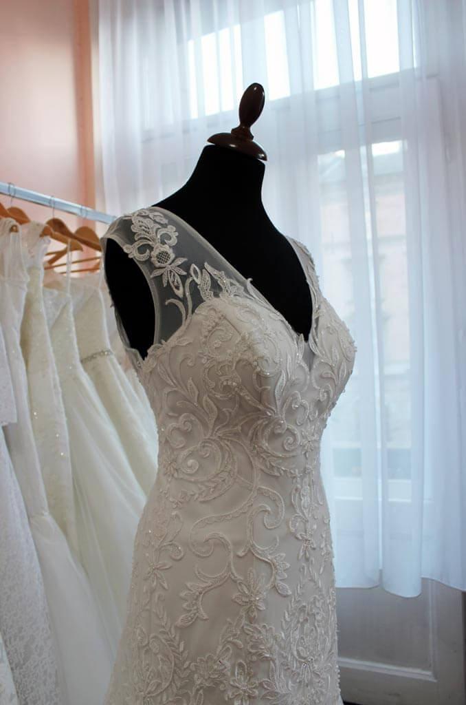 9c0ba66900 Menyasszonyi ruha - Júlia Esküvői Ruhaszalon. Menyasszonyi ruha - Júlia  Esküvői Ruhaszalon