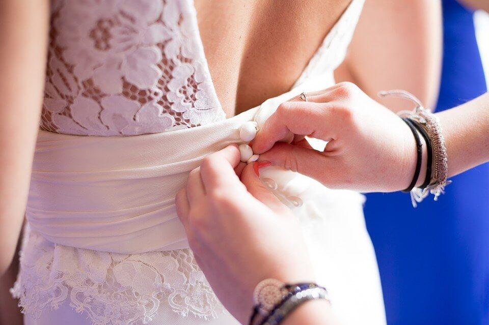 Read more about the article Hogyan zajlik a menyasszonyi ruha próba?