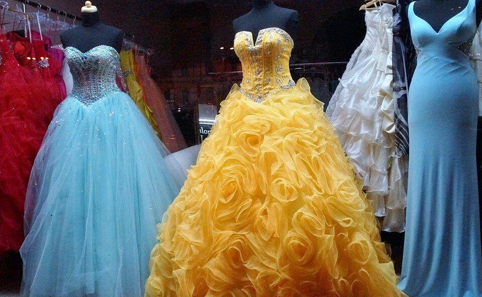 Read more about the article Menyasszonyi ruha színek változása az idők során